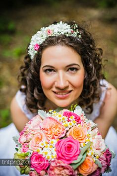 Me and my beautiful flower ornaments. #pink #blush #coral #creme #wedding #bouquet #rose #lisianthus #chamomile #floral #chrysanthemum #hair #crown