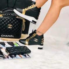 Fashionista women sneakers available with matching handbag and wallet in different sizes and colours Sneakers Mode, Gucci Sneakers, Sneakers Fashion, Fashion Shoes, Chanel Tennis Shoes, Nike Air Shoes, Louis Vuitton Shoes, Gucci Handbags, Handbags Online