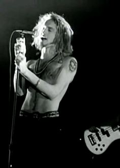 Gif:Layne Staley...Live at the Moore