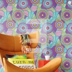 EijffingerRaval behang Afmetingen: 10M lang en 52CM breed Artikelnummer: 341505 Patroon: 53CM Kleur: blauw, paars, roze, geel, oranje Behangplaksel: Perfax roze Kwaliteit: vliesbehang-smartpaper trendy behang - kleurrijk behang - hip behang - gedessineerd behang