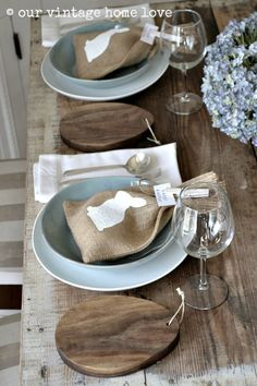 Burlap & Wood Easter Table Setting  #easter #eastertraditions #easterdinner