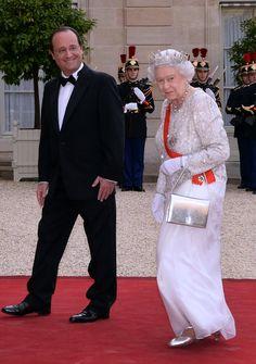 英エリザベス女王のハンドバッグの秘密が明らかに - The Telegraph 3/11(土)  #エリザベス #バッグ