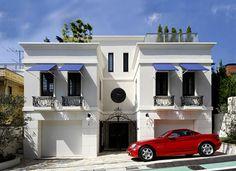 街並みに美しく浮かびあがる白い家│クラシック・エレガント住宅│建築実例