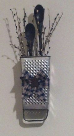 Cheese grater - Grater - Ideas of Grater Rustic Crafts, Dyi Crafts, Country Crafts, Vintage Crafts, Country Decor, Home Crafts, Crafts To Make, Rustic Decor, Farmhouse Decor