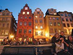 Stortorget, ältestes Zentrum Stockholms und höchster Punkt der Insel Stadsholmen. Einst Marktplatz und Hinrichtungsstätte, heute Tummelplatz von Gästen aus aller Welt.