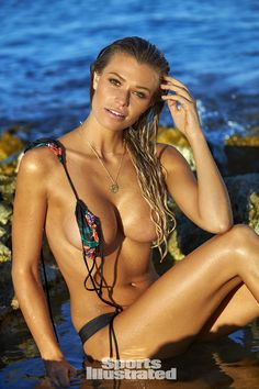 Samantha Hoopes 2016 swimsuit photo gallery Más