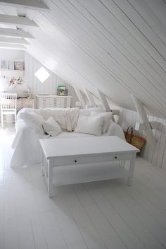 beachcomber: inspiration Solution to insulating the attic!!! We can still have boards along the ceiling ;)