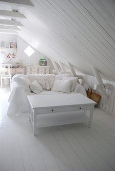 beachcomber: white inspiration  white-c-crystalcastle.tumblr