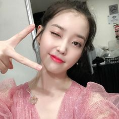 Iu Twitter, Iu Fashion, Queen, Cute Faces, Ulzzang Girl, Korean Singer, Girl Crushes, Pretty People, Kpop Girls
