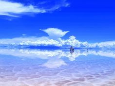 Salt flat, when it rains it turns into a giant natural mirror!! Salar de Uyuni, Bolivia