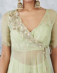 Pakistani Fashion Casual, Indian Fashion Dresses, Indian Gowns Dresses, Dress Indian Style, Indian Designer Outfits, Fashion Wear, Fashion Outfits, Indian Wear, Simple Kurti Designs