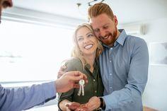 Como conciliar as dívidas do casamento com a parcela do apartamento? Buying Your First Home, Home Buying, Buying And Selling Houses, Divas, Home Warranty Companies, Rent To Own Homes, Pre Qualify, Strong Marriage, Real Estate News
