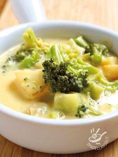 La Minestra di patate e broccoli è un vero e proprio comfort food, delicato, sofficissimo e corroborante. Scegliete ortaggi freschi e di prima scelta!