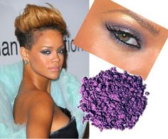 Rihanna adopted a purple eye makeup look and she managed to show just how much this makeup can help enhance your beauty! Rihanna Makeup, Sexy Makeup, Girls Makeup, Glam Makeup, Makeup Tips, Beauty Makeup, Makeup Looks, Hair Makeup, Hair Beauty