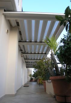 Glazetech DE - Stable or open-closed waterproof shading system of double aluminum skin (for insulation). Combination of aluminum and lexan. Light transmittance 35%. 10 years guarantee.