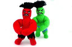 SMASH! RED! Glücksbringer für Männer von Catch In Sky - handgemachter Schmuck , belagert von kleinen Kuscheltieren auf DaWanda.com