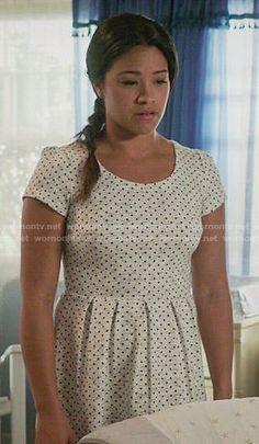 Jane's white polka dot pleated dress on Jane the Virgin.  Outfit Details: http://wornontv.net/53525/ #JanetheVirgin