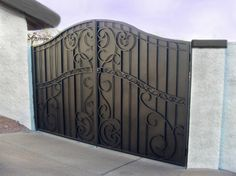 የwww main gate models by iron ምስል ውጤት Metal Gates, Wrought Iron Fences, Wrought Iron Doors, Iron Gates Driveway, Tor Design, Fence Doors, Door Gate Design, Entrance Gates, Old Doors