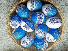Bílá Modrobílé kraslice malované voskem / od sluniicko | Fler.cz Easter Eggs, Origami, Elephant, Painting, European Countries, Czech Republic, Rocks, Search, Haha