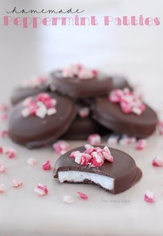 Peppermint Pattie Recipe - making these this Christmas! @joycecalley