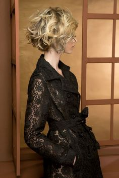12 most amazing curly short hairstyles for women to try in 2019 Short Wavy Hair Amazing curly Hairstyles short women Short Wavy, Short Curly Hair, Wavy Hair, Short Hair Cuts, Deep Curly, Short Curls, Thick Hair, Curly Blonde, Curly Bob
