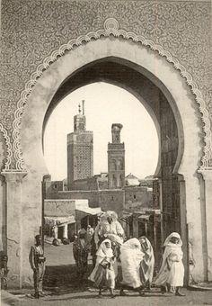 old images Bab El Mejles et minarets de mosquées Old Images, Old Photos, Amsterdam, Moroccan Art, Vintage Poster, Out Of Africa, Another World, Film Stills, North Africa