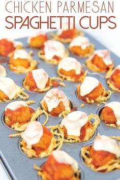 Lower Excess Fat Rooster Recipes That Basically Prime These Chicken Parmesan Spaghetti Cups Are The Perfect Bite Size Appetizer For Your Next Party. A Fun Twist On A Classic Italian Dish. Single Serve Desserts, Bite Size Desserts, Desserts For A Crowd, Bite Size Appetizers, Chicken Appetizers, Party Appetizers, Easy Party Food, Snacks Für Party, Parties Food