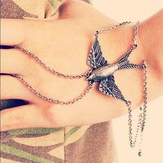Free spirit! #gojane #bracelet #silver #sparrow #bird #fly #style #accessorize #instadaily