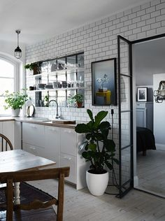 Glas partition between kitchen and bedroom