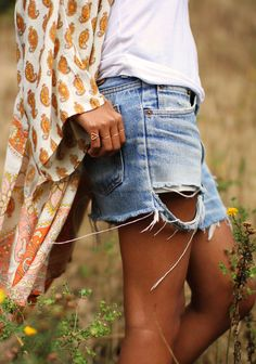 Boho chic long gyps design shirt with modern hippie style ripped cut off jean shorts. Hotpants Jeans, Denim Cutoffs, Ripped Denim, Ripped Shorts, Distressed Denim, Waisted Denim, Diy Jeans To Shorts, Long Jean Shorts, Cutoff Jean Shorts