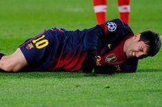 Messi vai ficar sem treinar até sábado por conta de lesão