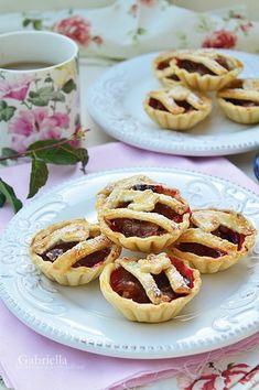 Szilvás kosárka Onion Rings, Doughnut, Sweets, Healthy Recipes, Ethnic Recipes, Desserts, Food, Tailgate Desserts, Deserts