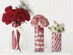 Holiday flower arrangements for a Christmas wedding. Noel Christmas, Christmas Candy, All Things Christmas, Winter Christmas, Christmas Flowers, Christmas Vases, Christmas Wedding, Christmas Ideas, Holiday Candy