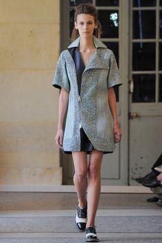 Bouchra Jarrar Parigi - Haute Couture Fall Winter - Shows - Vogue. Fashion Week, Paris Fashion, Runway Fashion, Fashion Show, Autumn Fashion, Fashion Design, Review Fashion, Uk Fashion, Fashion Details