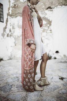 Kinomo Heaven in Ibiza – Constantly K - boho style - Look Boho, Look Chic, Bohemian Mode, Bohemian Style, Ibiza Style, 70s Style, Gypsy Style, Vintage Bohemian, Curvy Fashion