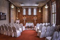 Vihkitilaisuus Ryti-salissa - Wedding ceremony in the Ryti Hall #vanajanlinna #hotel #wedding