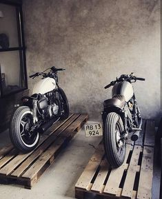 Motorcycle garage cb cafe racer new ideas Style Cafe Racer, Cafe Racer Honda, Cafe Bike, Custom Cafe Racer, Cafe Racer Bikes, Best Motorbike, Motorcycle Garage, Cafe Racer Motorcycle, Chopper Motorcycle