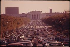 A_PORTION_OF_LAKE_SHORE_DRIVE_IN_CHICAGO._IT_AND_THE_OUTER_DRIVE_ARE_THE_CITY'S_MOST_SPECTACULAR_STREET._TRAFFIC..._-_NARA_-_556195.jpg 3,000×2,034 pixels