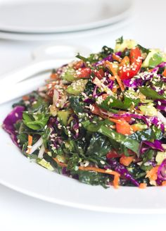 Detox Salad with Lemon Dressing I Broccoli, cabbage, parsley, kale, red pepper, radish, carrot, and so much more. Yum! #vegan #recipe