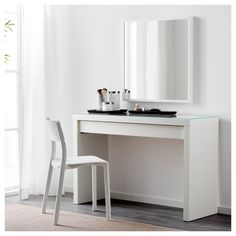 MALM minimalist dressing table Dressing table - IKEA Sobre, just right to accommodate the . - Ikea DIY - The best IKEA hacks all in one place Ikea Malm Dressing Table, White Dressing Tables, Ikea Malm Table, Dressing Room, Bedroom Dressing Table, Table Dressing, Hack Ikea, Honeycomb Paper, Painted Drawers