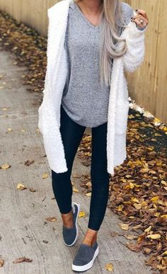 casual outfits for fall casual fall outfits Beauty And Fashion, Look Fashion, Winter Fashion, Woman Fashion, Retro Fashion, Latest Fashion, Casual Weekend Outfit, Casual Winter Outfits, Winter Weekend Outfit