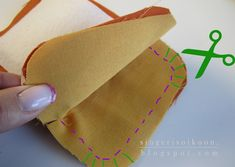 Kukkaron kehyksen kiinnittäminen: Jokin ulkomaalainen nettisivu käski harjoitella, harjoitella ja vielä kerran harjoitella kuk... Diy Projects To Try, Sunglasses Case, Reusable Tote Bags, Embroidery, Sewing, Tableware, Knitting, Crochet, Kids