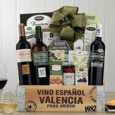 Wine Gift Baskets - Spanish Trio Wine Gift Basket Spanish Wine, Spanish Style, Kettle Corn Popcorn, Honey Crunch, Spicy Honey, Wine Gift Baskets, Wafer Cookies, Dried Figs, Cheese Spread