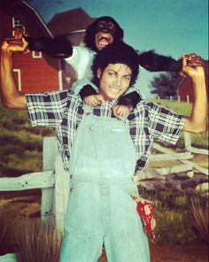 Thriller Era: Baby Blue Overalls with black, white and gray stripped shirt Photo of Michael Our lovely one :) for fans of Michael Jackson 11457822 Michael Jackson Thriller, Michael Jackson And Bubbles, Michael Jackson Fotos, Michael Jackson Poster, Janet Jackson, The Jackson Five, Jackson Family, Familia Jackson, Invincible Michael Jackson