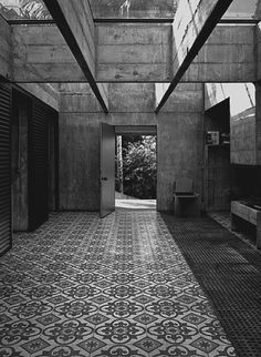 Paulo Mendes da Rocha house in Brazil. Tropical Architecture, Architecture Details, Interior Architecture, Residential Architecture, Merida, Artistic Room, India House, Log Home Designs, Perspective Photography