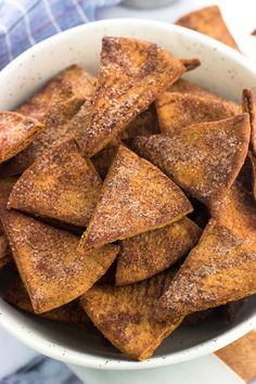 Homemade Cinnamon Sugar Pita Chips Recipes For your snack attacking pleasure: cinnamon sugar pita chips. Crunchy, sweet, and perfectly these homemade pita . Lunch Snacks, Yummy Snacks, Healthy Snacks, Snack Recipes, Kid Snacks, Bag Lunches, Clean Lunches, Work Lunches, Fruit Snacks