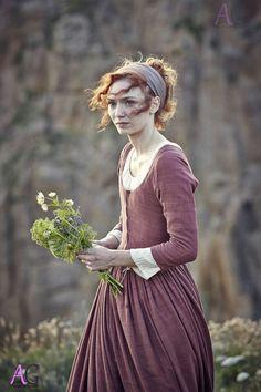 Eleanor Tomlinson as Demelza Poldark.