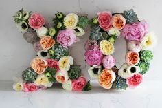 XO floral arrangement DIY for Valentine's Day Flower Letters, Diy Letters, Marquee Letters, Metal Letters, Mothers Day Flowers, Arts And Crafts, Diy Crafts, Flower Quotes, Happy Valentines Day