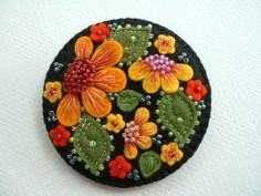 Lovely little things: Felt miniatures from Paulette Racanelli # felt embroidery Wool Applique Patterns, Felt Patterns, Felt Applique, Felted Wool Crafts, Wool Embroidery, Ribbon Embroidery, Embroidery Stitches, Felt Decorations, Felt Brooch
