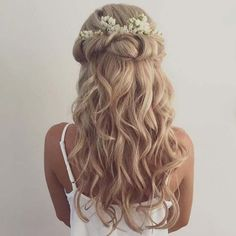 45 Romantic Wedding Hairstyles // modernwedding.com.au // Hair by Grace Roby…